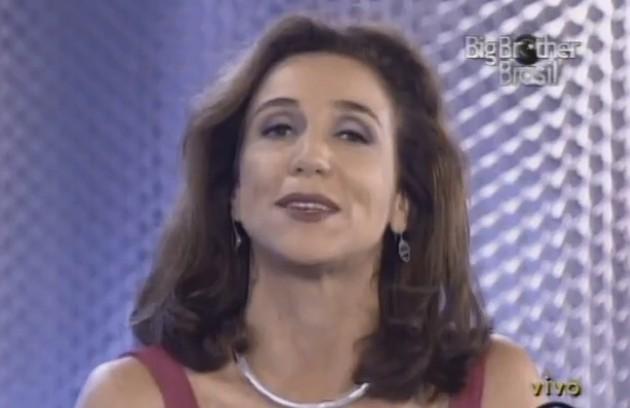 Marisa Orth chegou a dividir a apresentação com Pedro Bial na primeira edição do 'Big Brother Brasil', mas, após algumas semanas, acabou afastada (Foto: Reprodução)