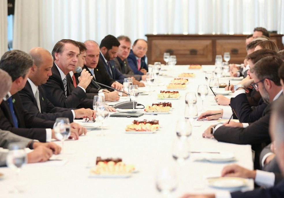 Presidente Jair Bolsonaro discursa durante reunião com líderes da base — Foto: Marcos Corrêa/PR