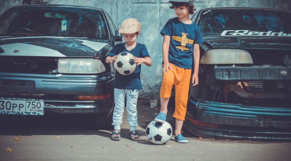 futebol, crianças, bola (Foto: pexels)