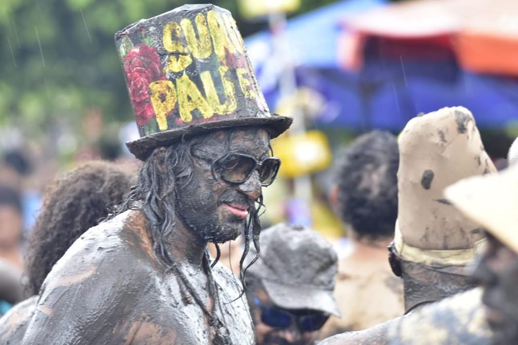 Bloco 'Os Cão' arrasta multidão enlameada pelas ruas da Redinha, na Zona Norte de Natal â?? Foto: Pedro Vitorino