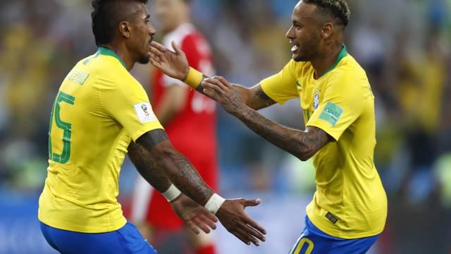 Comemoração de Paulinho e Neymar
