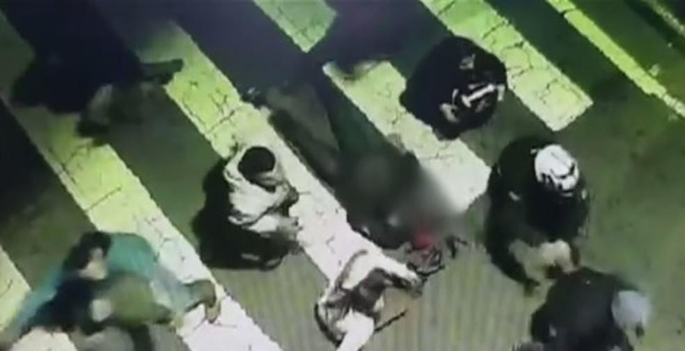 Motorista atropela e mata 4 pessoas em São José dos Campos, SP (Foto: TV Globo/Reprodução)