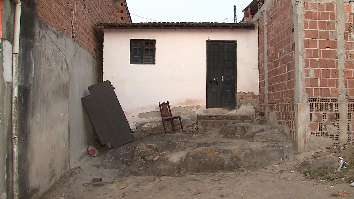 Corpo de idosa é encontrado dentro da casa onde morava em Caruaru