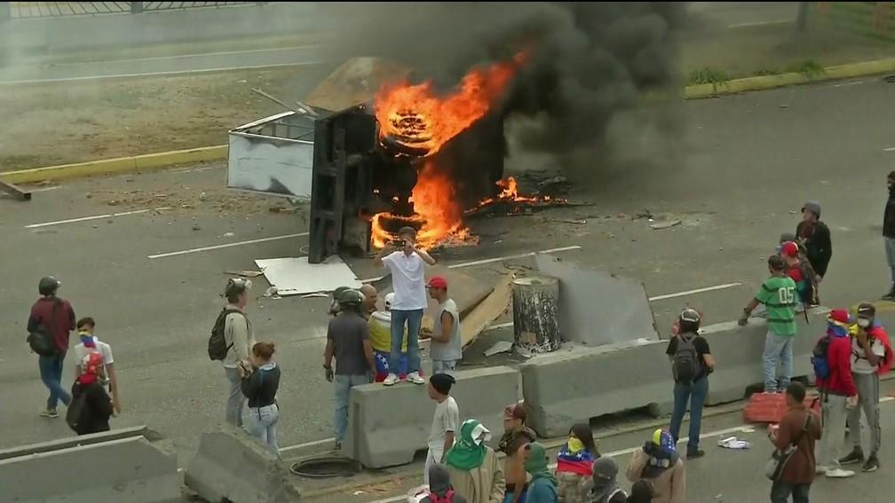 Protesto contra Maduro em Caracas — Foto: Reprodução/GloboNews