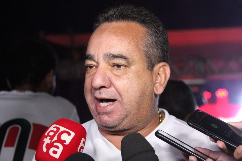 Marcos Barbosa disse que espera renovação de Léo Gamalho até 10 de outubro — Foto: Denison Roma/GloboEsporte,com