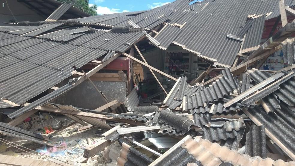 Loja ficou completamente destruída depois da invasão do trator — Foto: Arquivo Pessoal