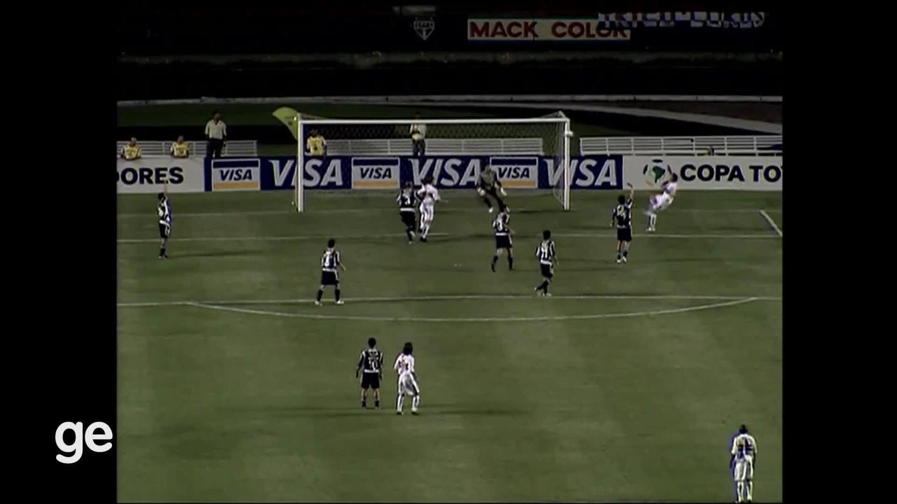 São Paulo 4 x 2 Universidad de Chile (fase de grupos)