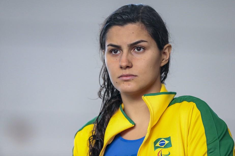 Com doença rara, nadadora dona de 8 medalhas em Parapans busca ajuda para fazer cirurgia