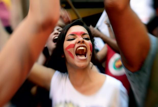Participante do protesto em São Paulo contra o deputado Eduardo Cunha e o PL 5069 (Foto: Cris Von Ameln)