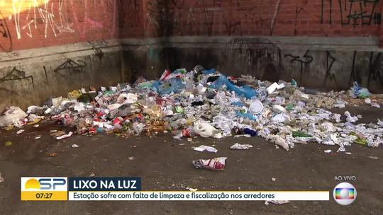 Lixo nos arredores da Estação da Luz