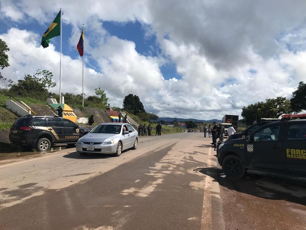Fronteira foi reaberta às 10h (hora de BSB) desta terça (7) após ter sido fechada às 17h de segunda (Foto: Inaê Brandão/G1 RR)