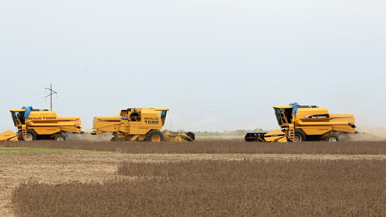 Colheita de soja em Primavera do Leste (MT) (Foto: REUTERS/Paulo Whitaker)
