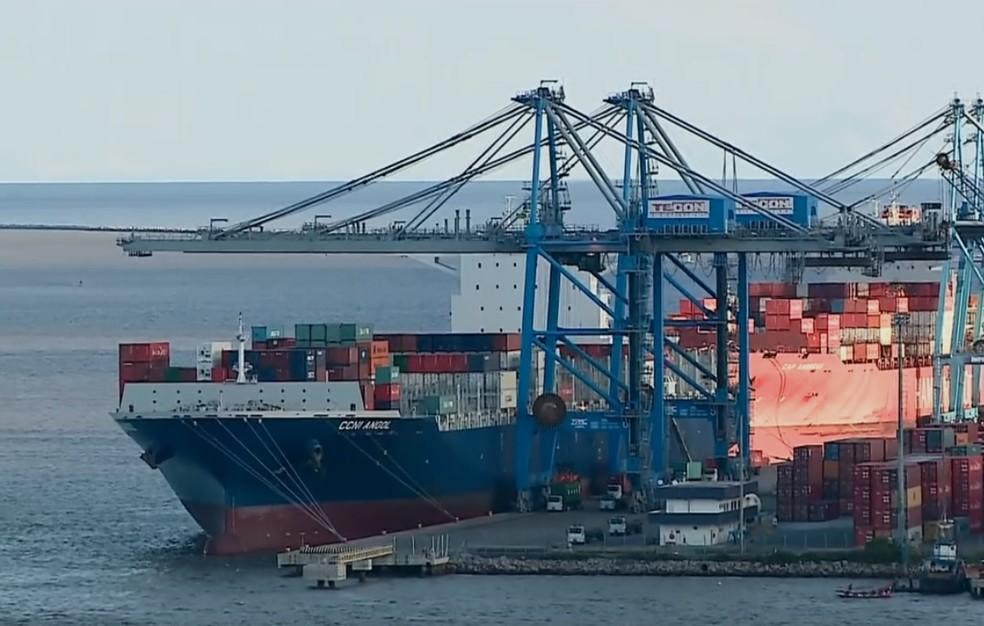 Ao todo, 70% das operações no Porto de Rio Grande já foram afetadas por protesto de caminhoneiros (Foto: Reprodução/RBS TV)