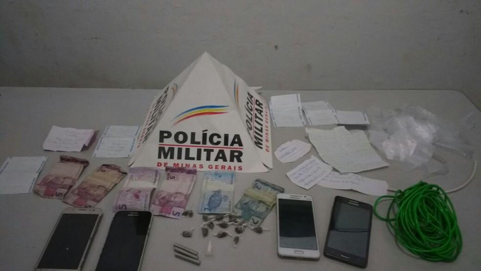 Polícia apreendeu material com o suspeito — Foto: Polícia Militar/Divulgação