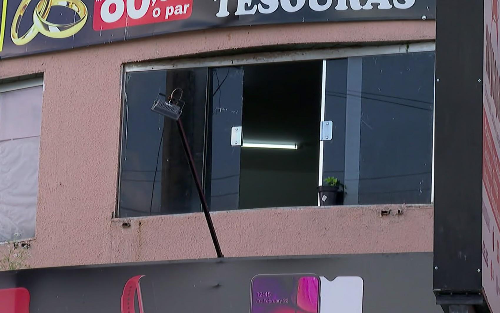 Polícia busca vídeos para identificar suspeito de matar homem a tiros durante queima de fogos em Franca, SP
