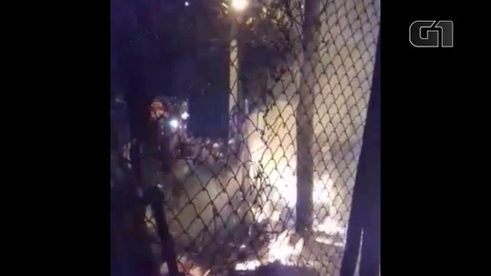 Incêndio atinge duas casas na Serra e deixa morador desabrigado