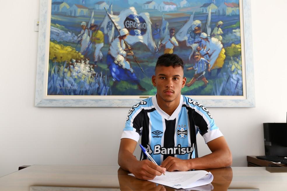 Grêmio anuncia a contratação de Juan Christian para o time de transição — Foto: Lucas Uebel/DVG/Grêmio