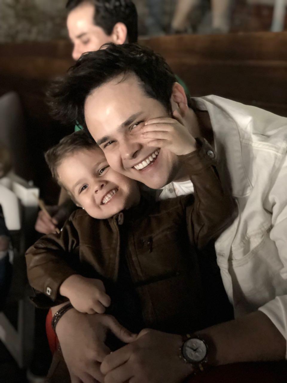 O cantor Matheus com o filho Davi (Foto: Reprodução/Instagram)