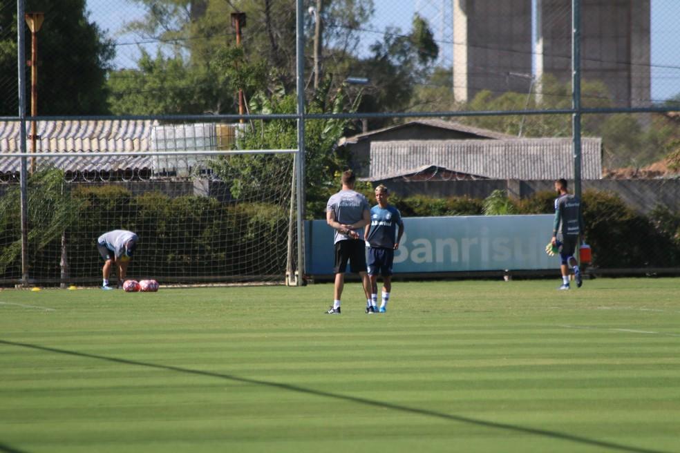 Ferreira treina em separado no Grêmio enquanto não resolve renovação — Foto: Lucas Bubols/GloboEsporte.com