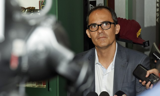 Abad vive crise no Fluminense
