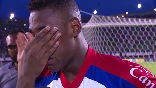 Emocionado, Leo se despede do Bahia