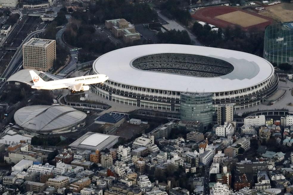 Estádio Nacional de Tóquio preparado para receber os Jogos de Tóquio — Foto: Kyodo/via REUTERS