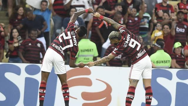 Comemoração de Bruno Henrique e Gabigol no primeiro gol do Flamengo