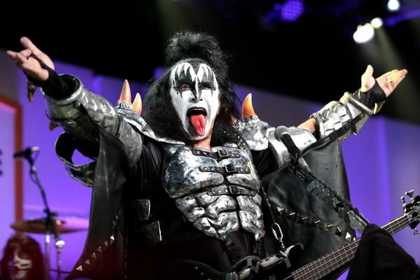 O cantor Gene Simmons em um show do Kiss (Foto: Getty Images)