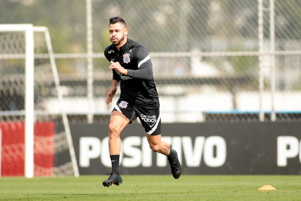 Sylvinho treina time para primeiro jogo da história contra o Cuiabá, veja a provável escalação