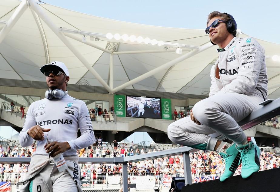 Lewis Hamilton rebate outra alfinetada de Nico Rosberg: