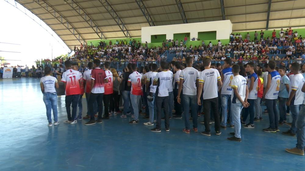 Alunos participam da abertura (Foto: Tv Amazônica/ Reprodução)