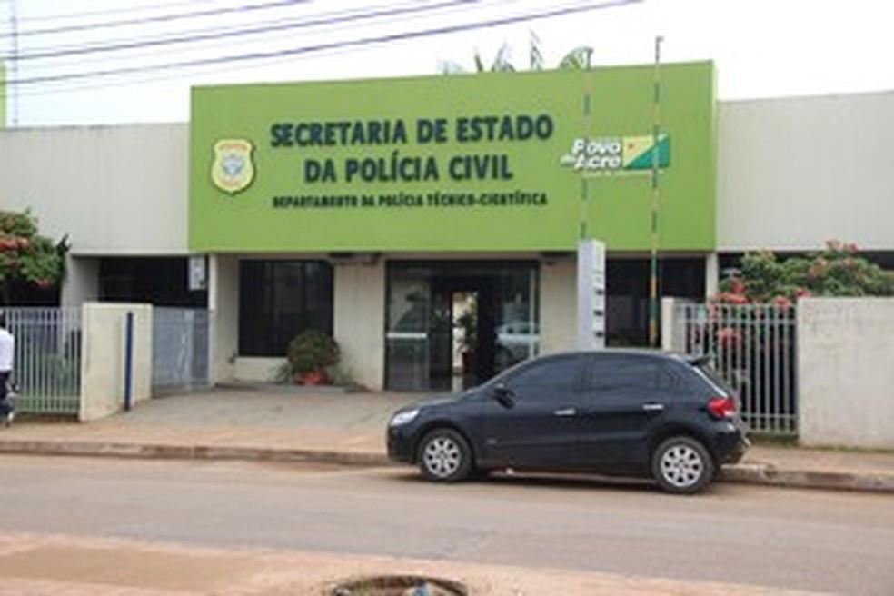 Corpo foi levado para o Instituto Médico Legal e liberado para família neste domingo (7) — Foto: João Paulo Maia