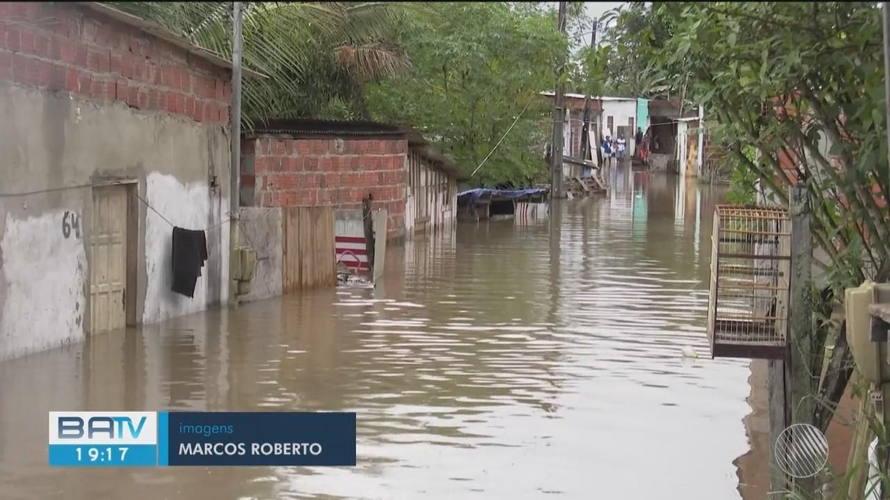 Grande volume de chuva deixa famílias desabrigadas no sul da Bahia