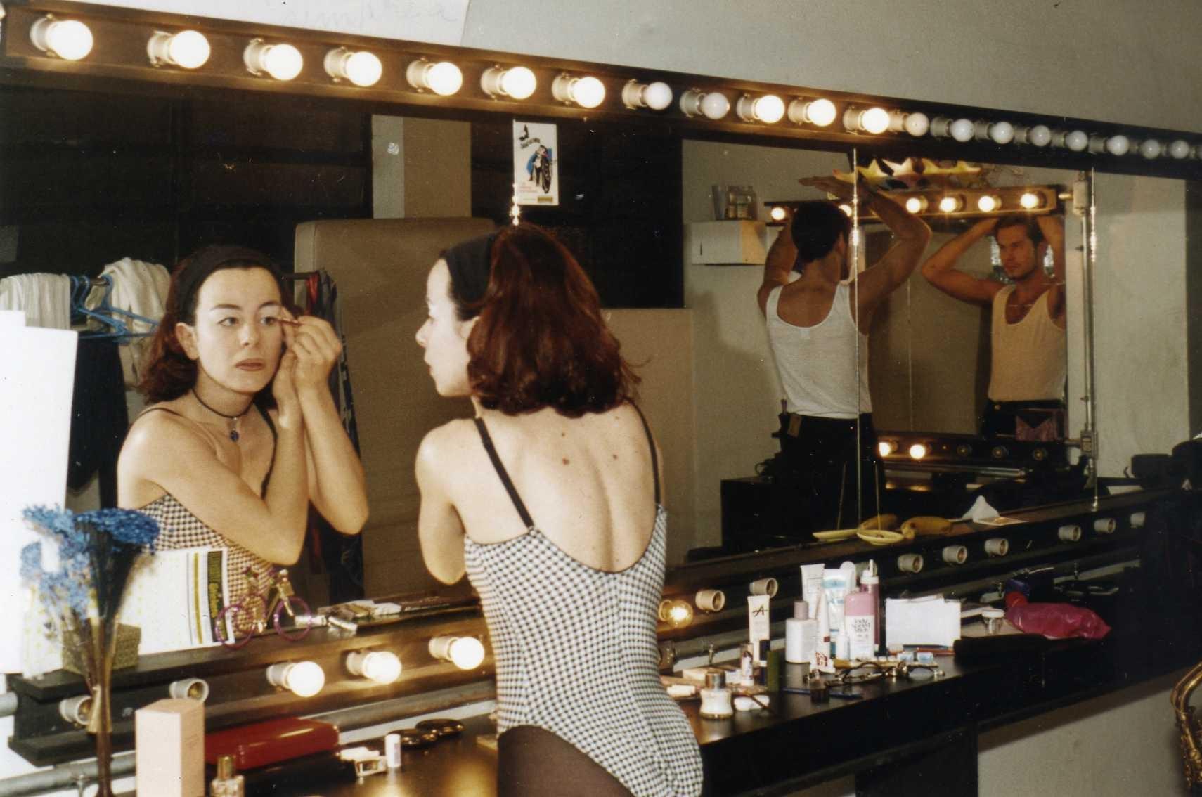Geraldine Quaglia se preparando para entrar no palco (Foto: Divulgação)