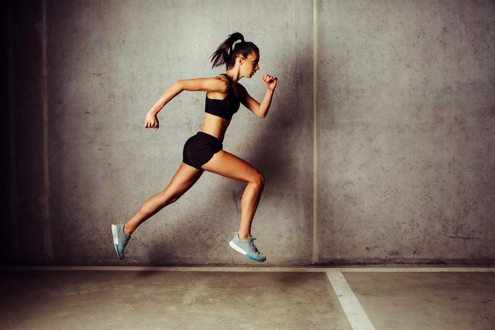 Esse tipo de modalidade reúne as características necessárias para estimular o ganho de músculo: a pessoa atinge um limiar e pode alcançar a fadiga.  — Foto: ShutterStock