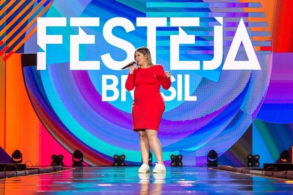 Marília Mendonça cantou sucessos de sua carreira no 'Festeja Brasil' deste ano — Foto: Globo/Fabio Rocha