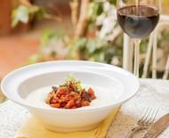 Aprenda a preparar polenta com molho de berinjela