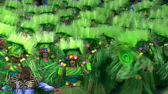 Atual campeã, Império de Casa Verde canta sobre paz com carros luxuosos