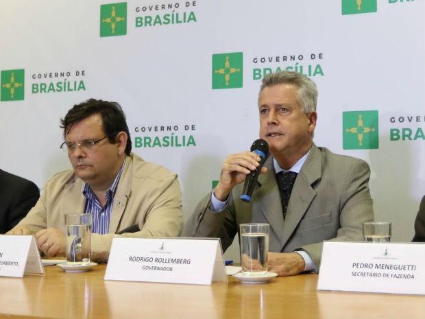 Secretário-adjunto de Planejamento, Renato Brown, e governador do DF, Rodrigo Rollemberg, em coletiva no Palácio do Buriti (Foto: Andre Borges/GDF/Reprodução)