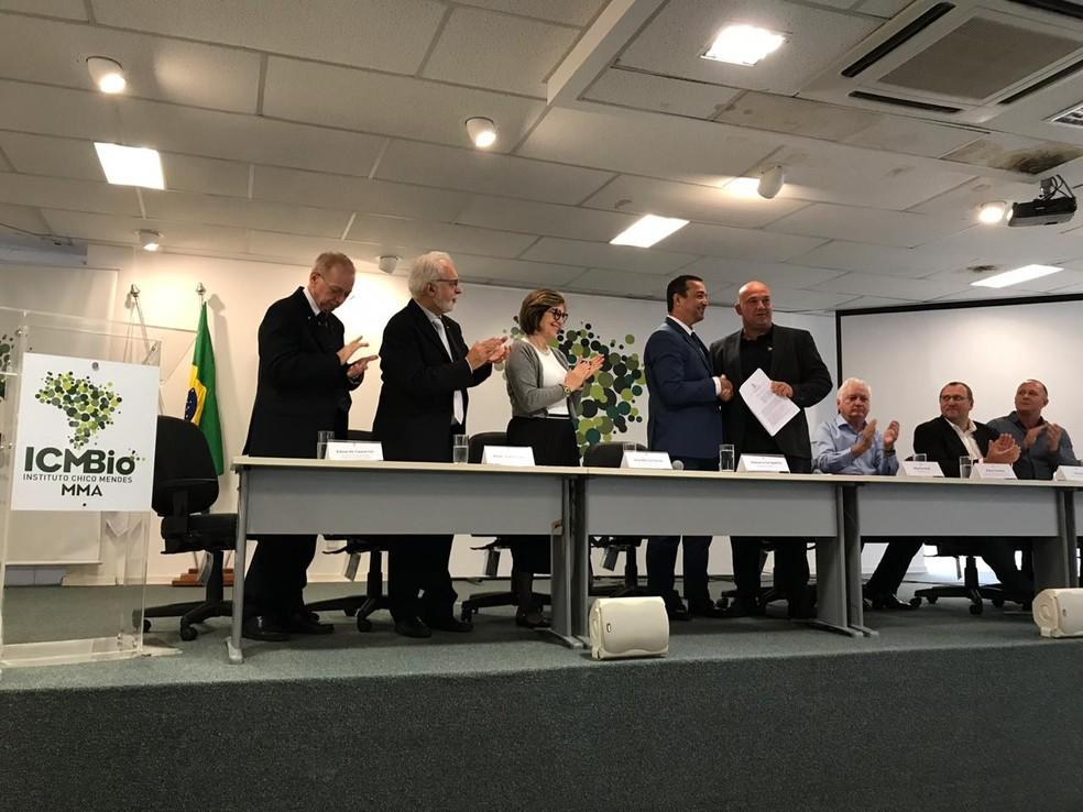 Ministério do Meio AMbiente, ICMBio e ONG na Alemanha assinam acordo de repatriação de 50 ararinhas-azuis — Foto: Marília Marques/G1