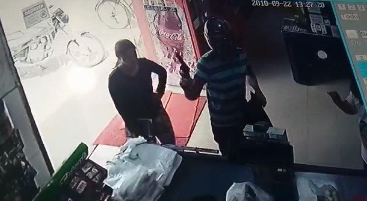 Assaltante armado rende funcionários de mercado e rouba dinheiro dos caixas em Boa Vista