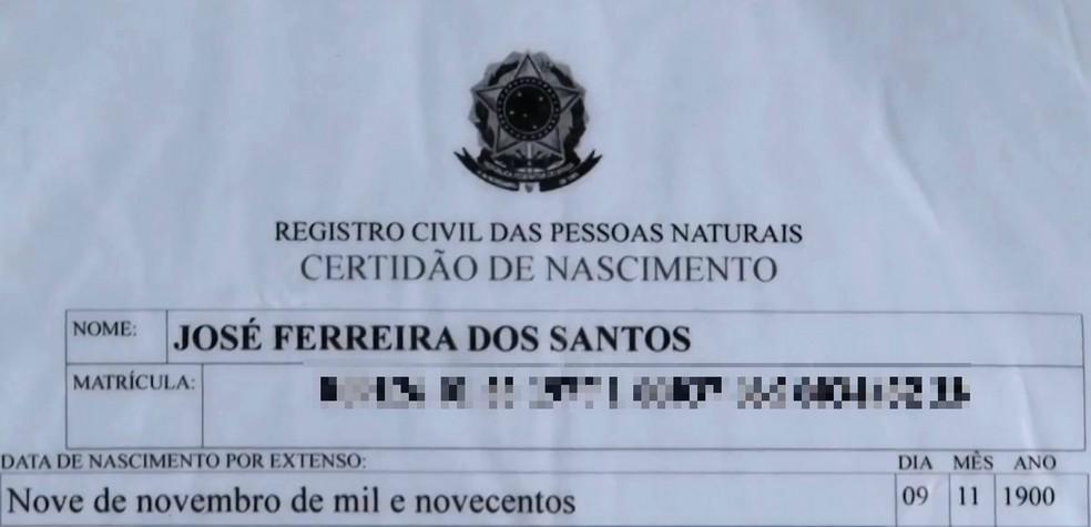 Certidão de nascimento atesta que José Ferreira tem 118 anos — Foto: Divulgação/TV Santa Cruz