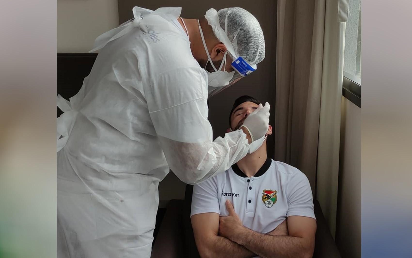Três jogadores e um membro da comissão da Bolívia são diagnosticados com Covid-19 em Goiânia