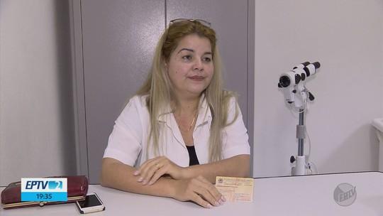 Médica cubana não pode voltar ao país de origem e luta para continuar no 'Mais Médicos'