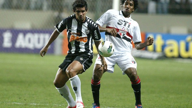 Guilherme e Cortez, Atlético-mg x São Paulo (Foto: Paulo Fonseca / Futura Press)
