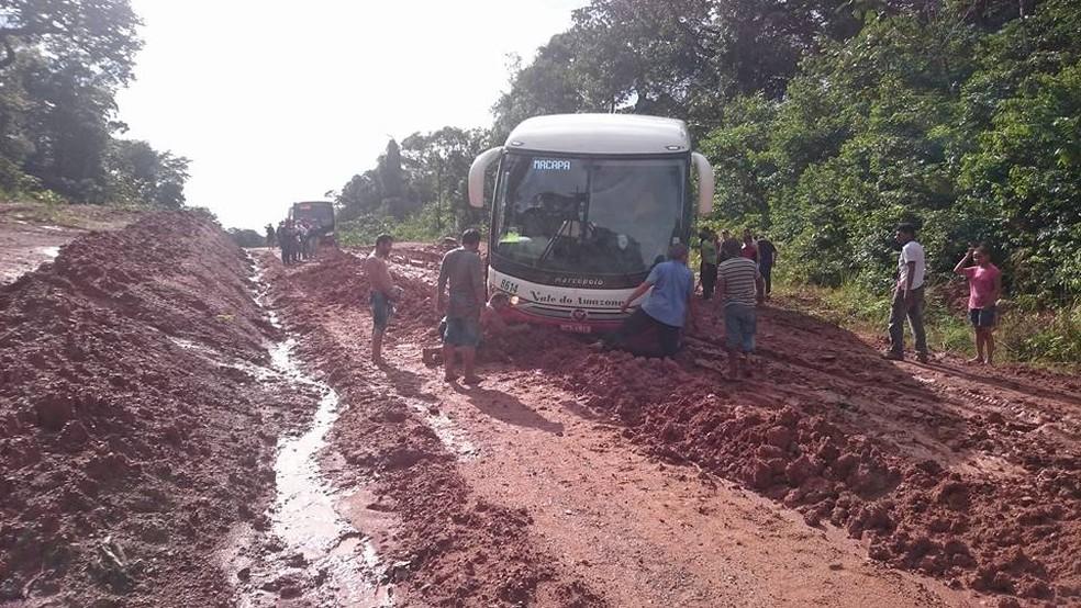 Sem asfalto, trecho Sul da rodovia é castigado por atoleiros no inverno amazônico (Foto: Silvan Rocha/Arquivo Pessoal)