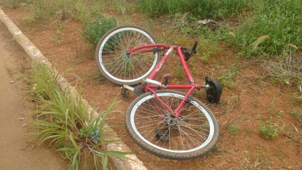 Vítima estava em bicicleta quando foi atropelada (Foto: Éder Zimmer/ MT Notícias)