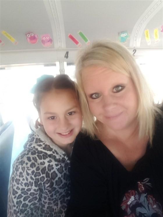 Isabella e Tracy (Foto: Reprodução Facebook)