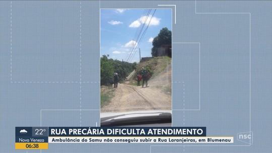 Ambulância do Samu não consegue subir rua sem asfalto e paciente morre em Blumenau