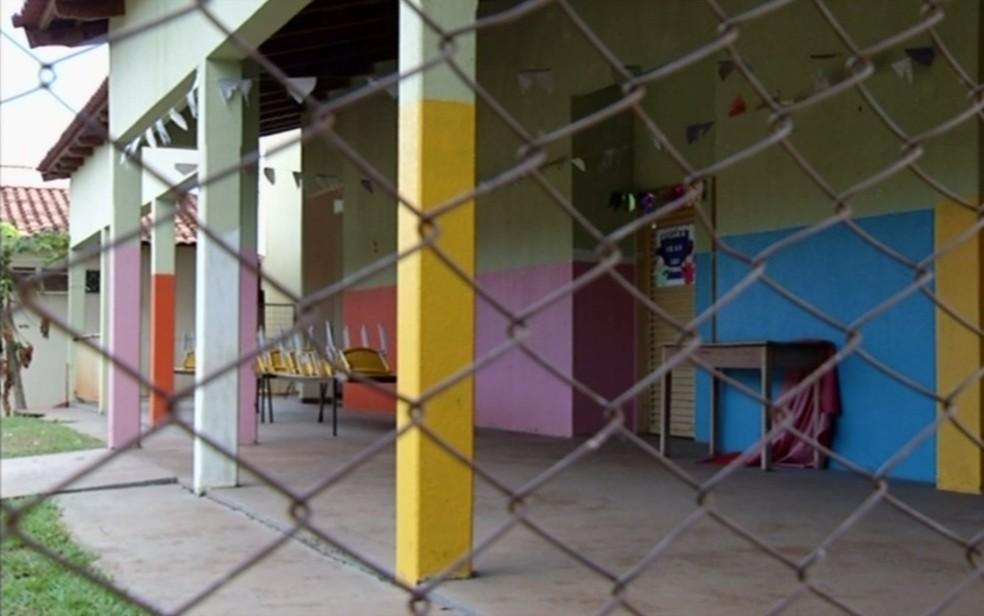 Escola municipal tem energia suspensa em Cachoeira Dourada, em Goiás (Foto: Reprodução/TV Anhanguera)